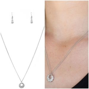 ONE STEP FOR GLAM WHITE NECKLACE/EARRING SET